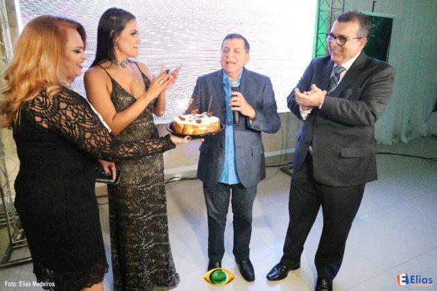 O apresentador do programa Nordeste Urgente, Luiz Almir, foi homenageado.