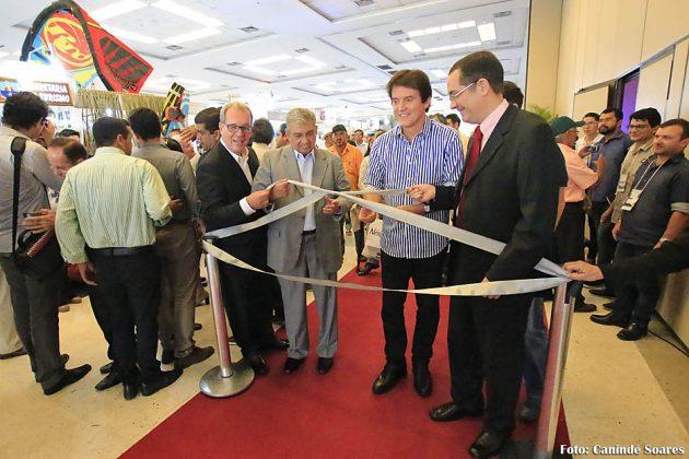Governador defende o Turismo como política de Estado em abertura de evento.