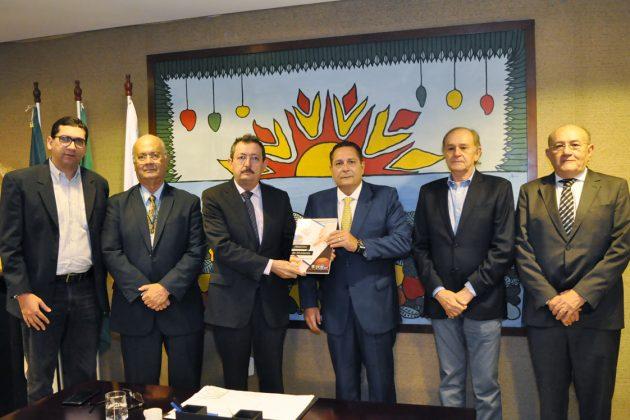 Presidente da Assembleia Legislativa recebe relatório fiscal do TCE/RN