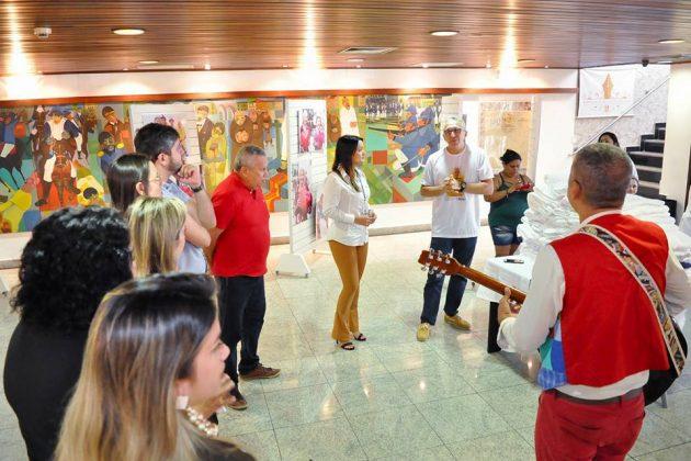 """Paulo e Wenya Rocha do grupo de teatro """"Contos e Encantos"""" prestigiaram o encerramento da exposição."""