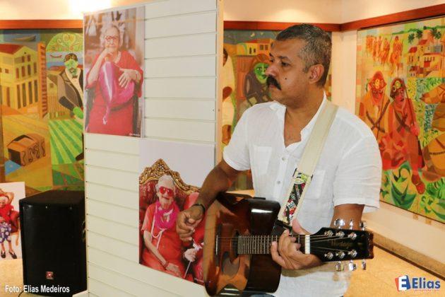 Durante o lançamento houve apresentação do músico, contador de histórias e dramaturgo Paulo Araújo, que integra a companhia de teatro Contos e Encantos