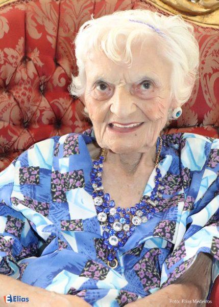 "Aninha Medeiros, 92 anos, será aclamada a ""Rainha Melhor Idade 2017""."