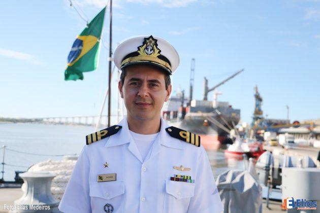 Comandante da Fragata Constituição -  Capitão-de-Fragata Neyder Camilo.