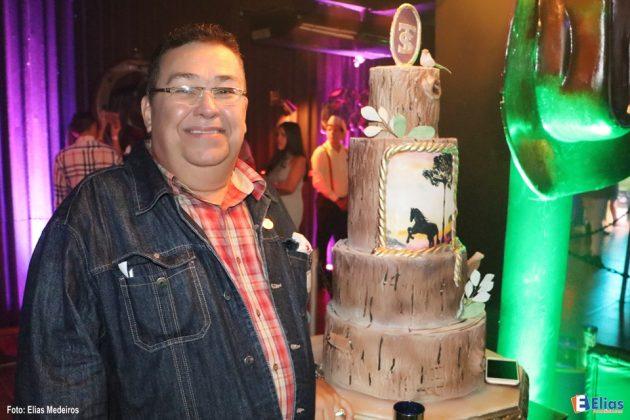 Toinho Silveira comemora 41 anos de jornalismo e colunismo social na Wood´s Natal.