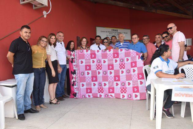 Primeira-dama de São Gonçalo realiza doações de lençóis no Dia das Mães.