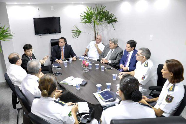 Presidente e deputados debatem com diretoria funcionamento do Hospital da PM