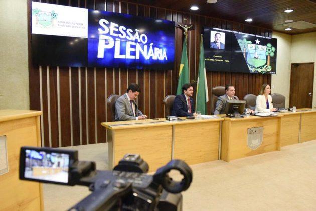Deputados aprovam projFotoeto do Governo que reajusta cargos comissionados. (