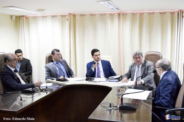 Em reunião administrativa CFF discute regulamentação de taxas do DER