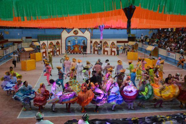 Quadrilhas estilizadas encantam o público na segunda noite do Quatrocentão em São Gonçalo