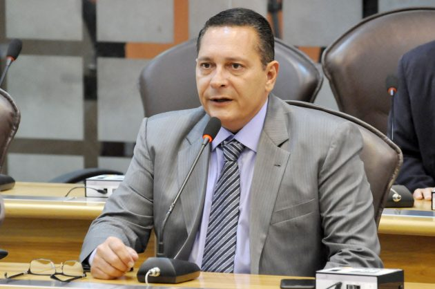 Ezequiel Ferreira requer dragagem de rio e outros benefícios para Rio do Fogo.