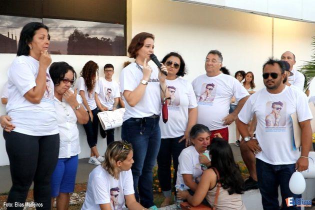 Karla Álvares de Melo, mãe da jovem Maria Karolyne, 19 anos, assassinada em 2016 enquanto caminhava na avenida Itapetinga na zona norte de Natal.