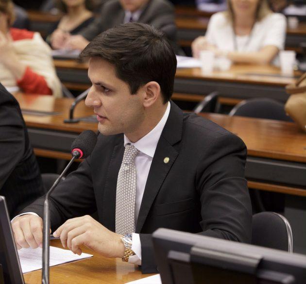 Rafael Motta debate Universalização das Bibliotecas na Festa Literária Internacional em Paraty. (Foto: Ciro Marques).