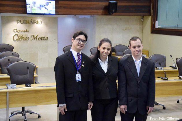 Projeto de inclusão social da Assembleia recebe novos servidores.