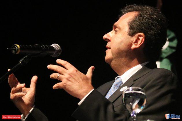 O prefeito de Natal, Carlos Eduardo, destacou como os dois homenageados têm contribuído para o desenvolvimento de Natal.