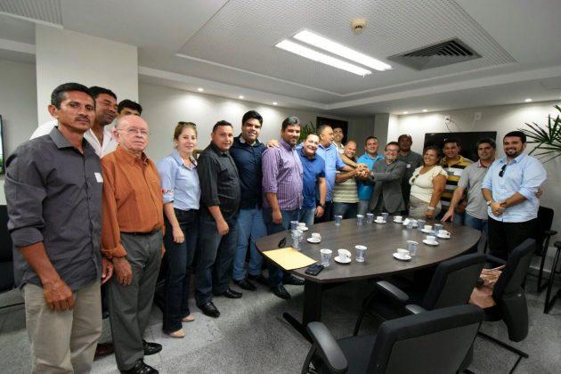 Lideranças de Taipu e Poço Branco pedem a Ezequiel que apele ao TJRN pela manutenção de comarcas. (Foto: João Marcos).