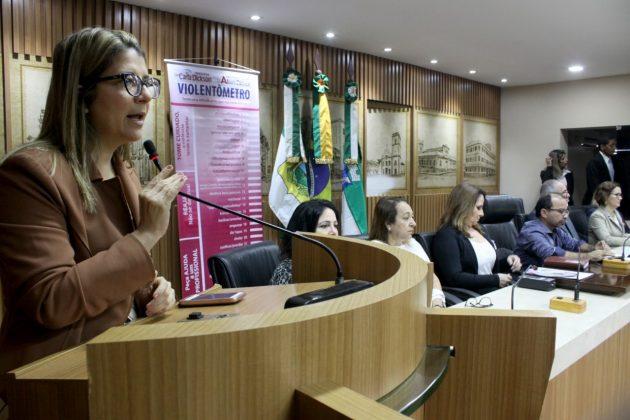 Frente Evangélica leva debate sobre violência doméstica para a Câmara.