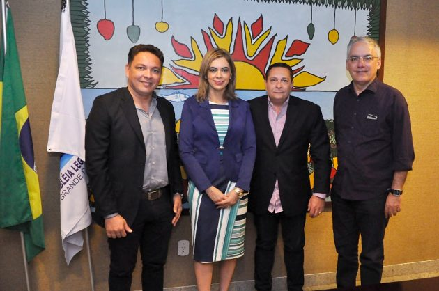 Ezequiel acompanha avanço no projeto para reforma da escola Tristão de Barros. (Foto: João Gilberto).