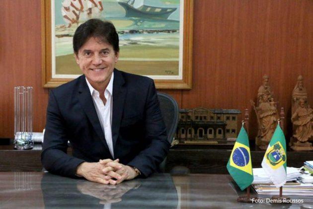 Governador reforça necessidade de manutenção dos empregos nas oficinas de costura do Seridó.