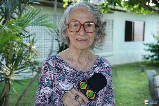 Trabalhando como voluntária há 15 Anos dona, Alzair Falcão, coordena a casa auxiliando em todas as tarefas de apoio aos idosos.