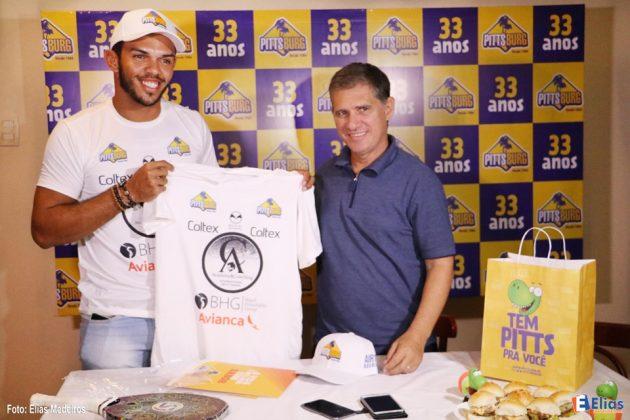 Pittsburg assina contrato e oficializa patrocínio com atleta Airton Rodrigues.