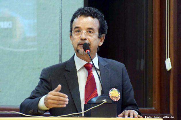 Mineiro critica projetos do Governo entregues à Assembleia Legislativa.