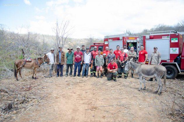 Bombeiros controlam fogo em Lajes RN com ajuda de voluntários.