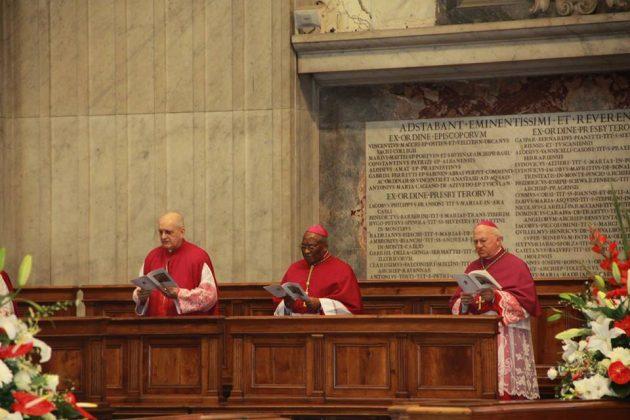 Em Missa no Vaticano, Dom Jaime agradece ao prefeito Paulinho pelo apoio aos peregrinos.