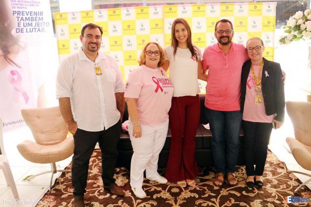 Uninassau celebra Dia Internacional contra o câncer de mama.
