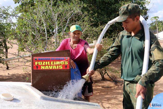 Fuzileiros Navais participa de adestramento e distribui água na região de Lajes RN.