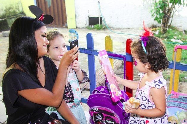 Crianças da Casa Tia Deusa ganha festa antecipada do Dia das Crianças