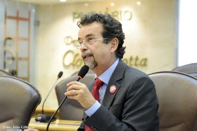 """Mineiro faz apelo para que Estado coloque em prática a lei """"Paz nas Escolas""""."""