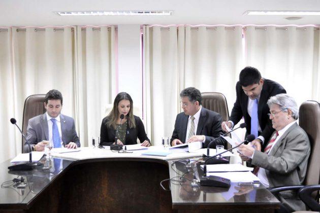 Política contra violência a profissionais da Educação é aprovada em Comissão.