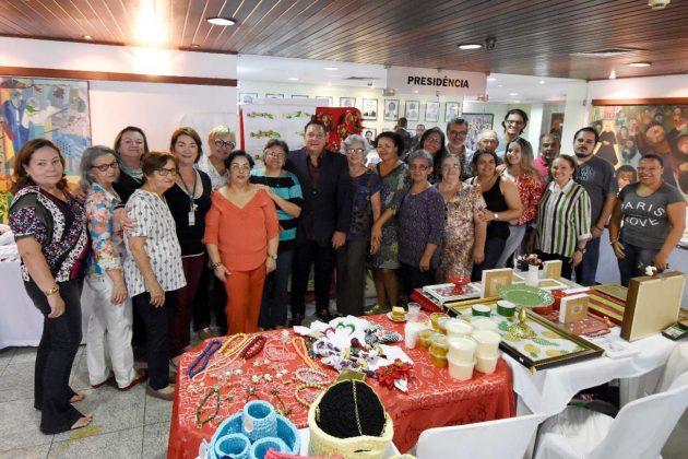 Salão Nobre da Assembleia recebe feira de artesanato natalino. (Foto: João Gilberto).