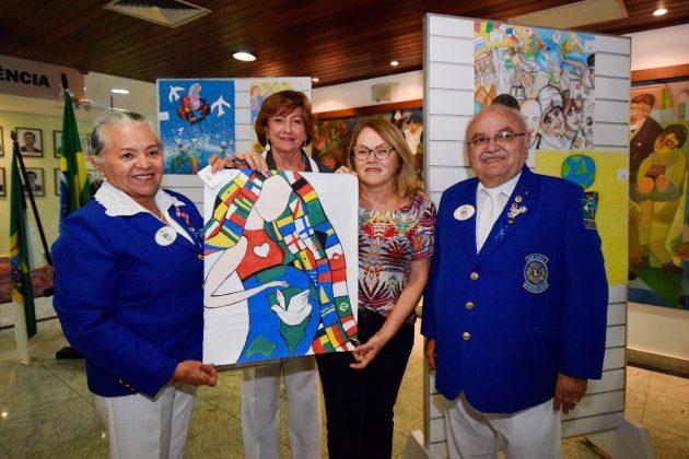 Assembleia recebe etapa de concurso internacional de cartazes sobre paz.