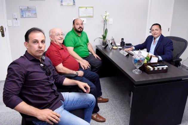 Presidente da Assembleia recebe ex-prefeitos e vai reforçar pleitos para Canguaretama. (Foto: João Gilberto).