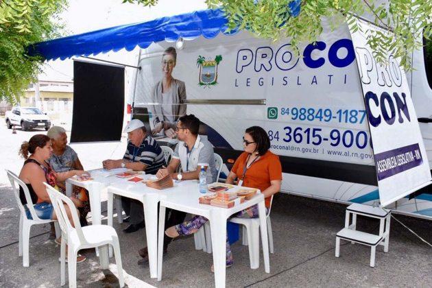 Segundo dia de atendimento do Procon Móvel em Angicos tem grande procura. (Foto: João Gilberto).