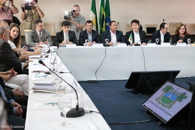 Em clima de integração, governador convoca Assembleia Legislativa para aprovação do pacote de recuperação fiscal.