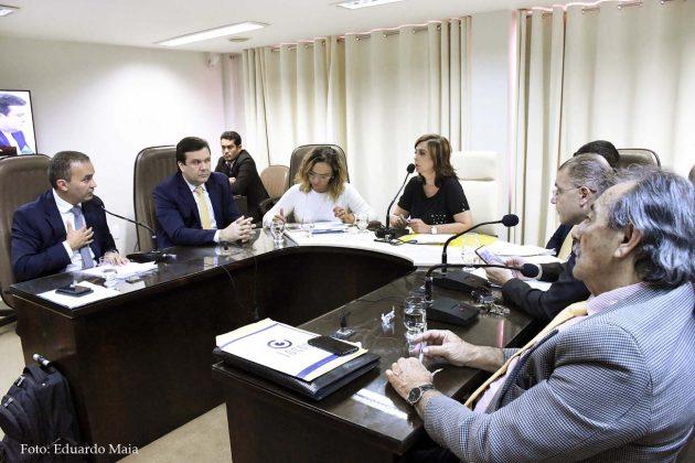 Comissão de Constituição faz nova reunião e encaminha projetos.