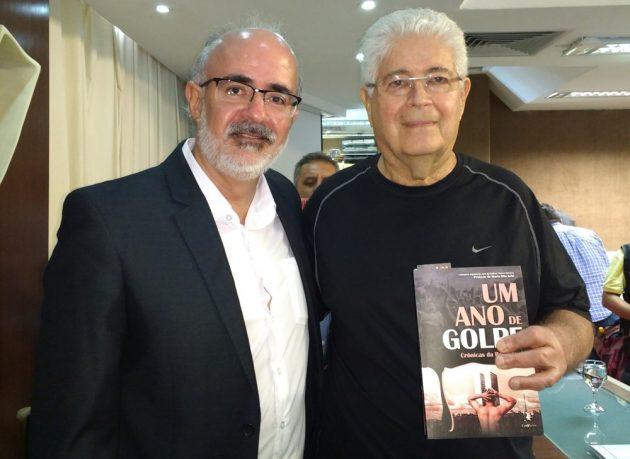 O médico Alexandre Motta ao lado do Senador Roberto Requião (MDB/PR).
